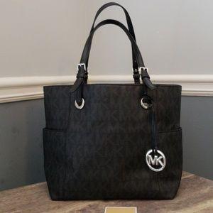 Michael Kors Bags - SALE! NEVER USED!! Michael Kors Signature Tote